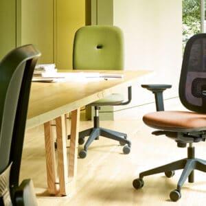 Alaia swivel chair